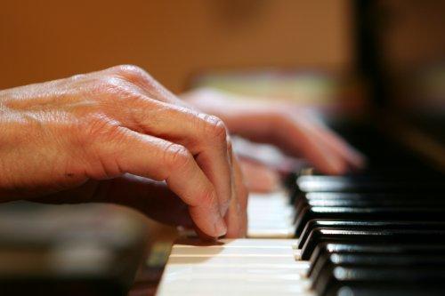 piano_recital_people_1126657_l1
